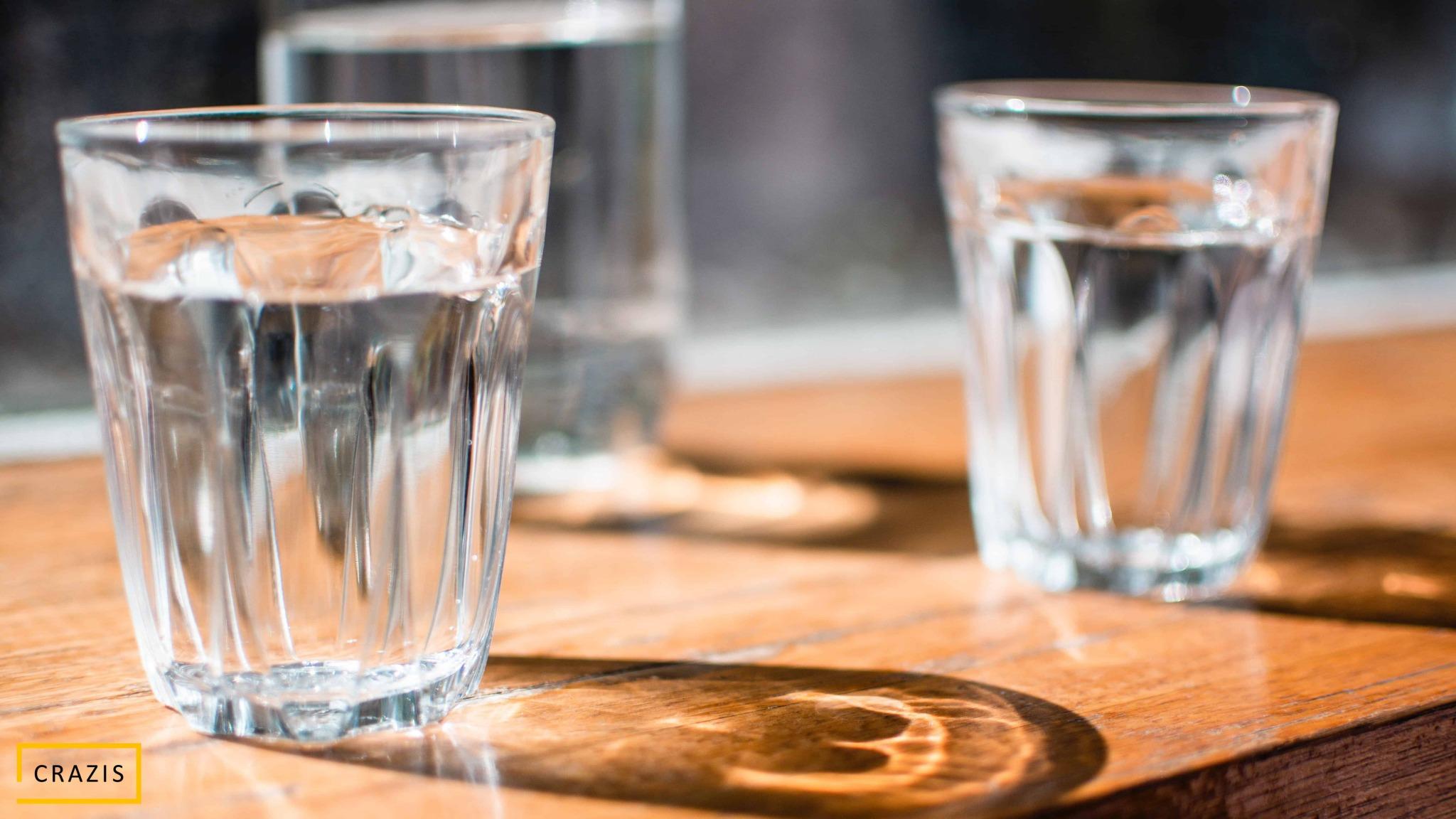 Uống đủ nước mỗi ngày khi Eat Clean