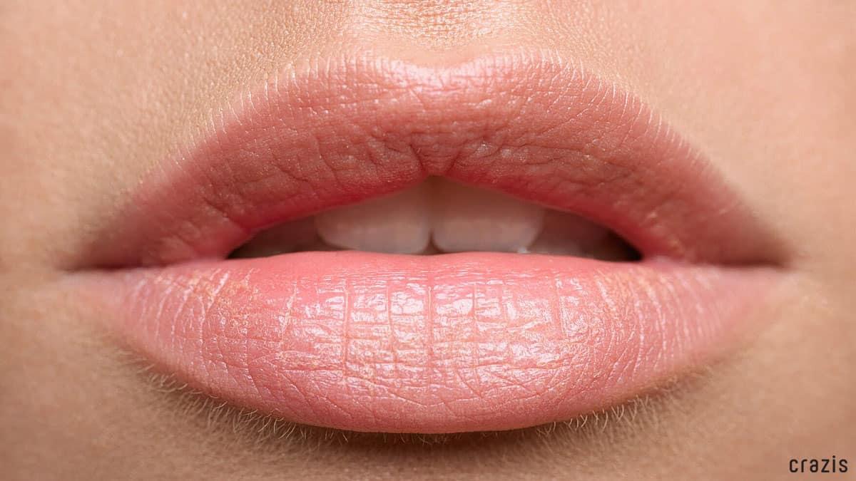 Tẩy tế bào chết môi giúp đôi môi luôn hồng hào, mịn màng